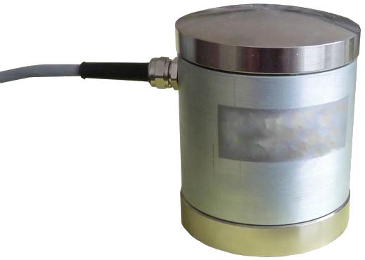 MCF120 - Při zachování malých rozměrů umožňuje tento snímač měření velkých sil až do 800 kN. Snímač má zabudované tři plné tenzometrické můstky, což mu zaručuje stabilní parametry a velké potlačení bočních sil. Vhodnou aplikací pro tento snímač je např. měření lisovacích sil na strojích.